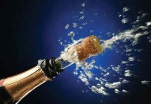 Şampania este de regulă producă prin cupajul a trei soiuri de struguri: Chardonnay, Pinot Noir şi Pinot Meunier.