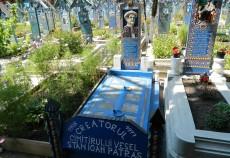Mormantul creatorului Cimitirului Vesel din Sapanta, Stan Ioan Patras