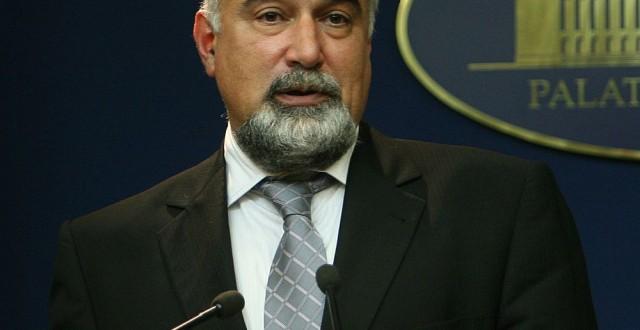 Varujan Vosganian si-a dat demisia din functia de ministu al Economiei