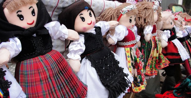 Eszter Szallos papusi traditionale