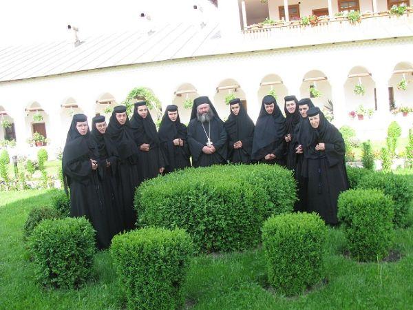 Manastirea Aninoasa - obstea de maici
