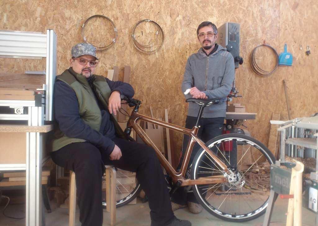Cornel Floarea si Razvan Blendea, bicicleta lemn