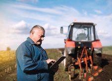 shutterstock_745546834 fermier tableta